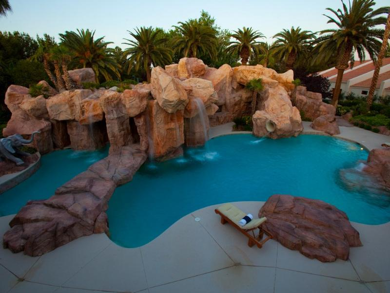 primm party compound complex las vegas 2 Crazy Party Compound in Las Vegas [20 pics]