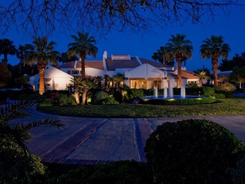 primm party compound complex las vegas 4 Crazy Party Compound in Las Vegas [20 pics]