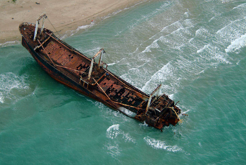 shipwreck italy 25 Haunting Shipwrecks Around the World
