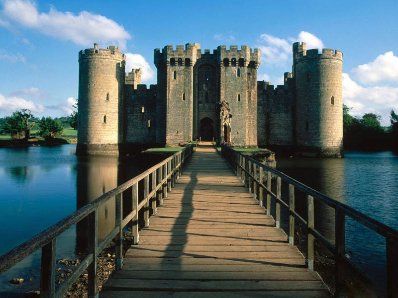 bodiam castle moat 20 Impressive Moats Around the World