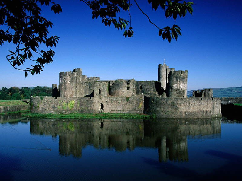 caerphilly castle moat 20 Impressive Moats Around the World