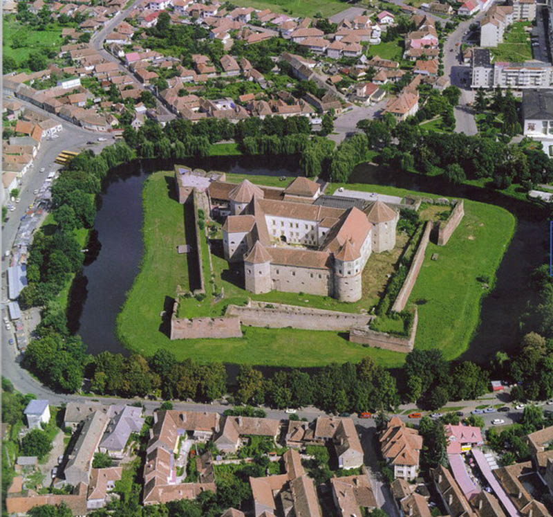 fagaras castle romania moat 20 Impressive Moats Around the World