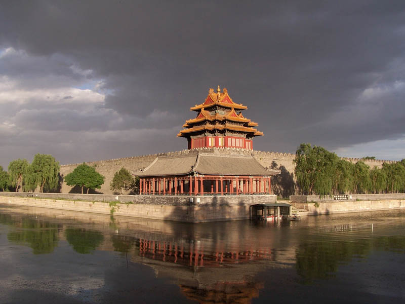 forbidden city china moat 20 Impressive Moats Around the World
