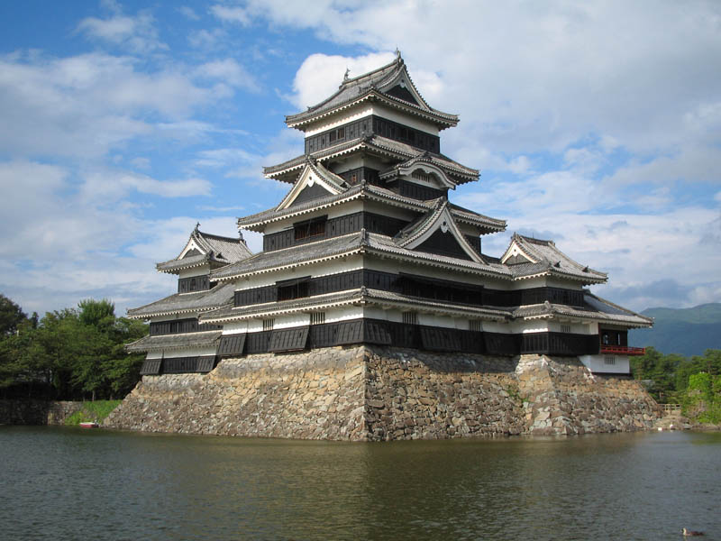 moat japan matsumoto castle 20 Impressive Moats Around the World