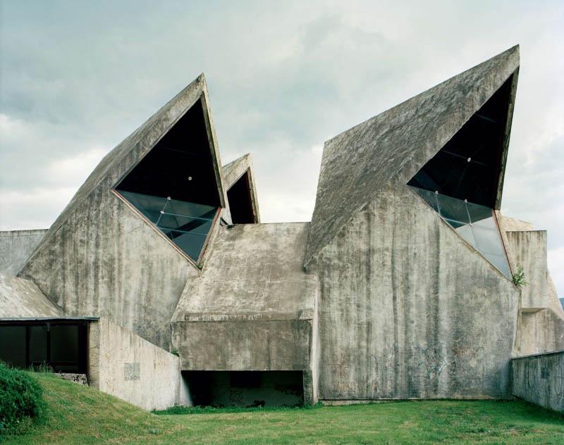 old monuments yugoslavia spomeniks jan kempenaers 15 Forgotten Monuments from the former Yugoslavia