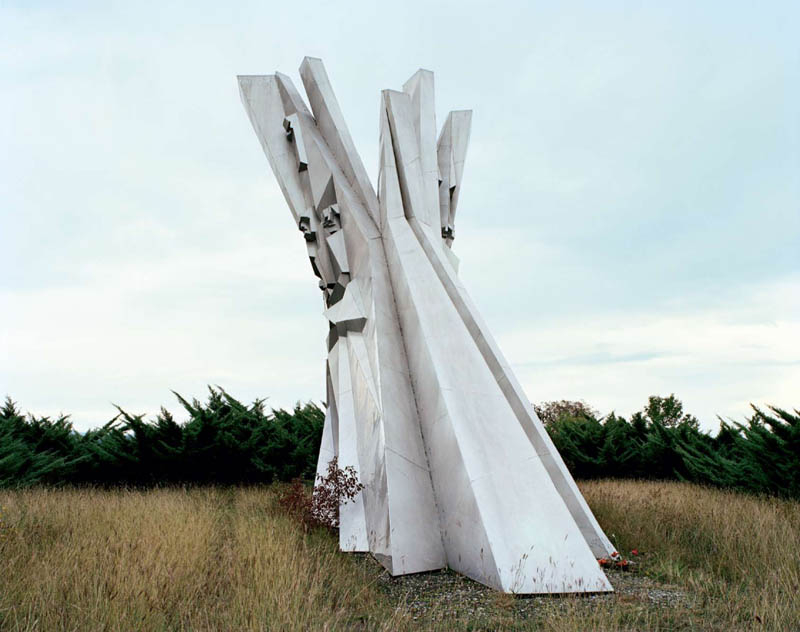 old monuments yugoslavia spomeniks jan kempenaers 19 Forgotten Monuments from the former Yugoslavia