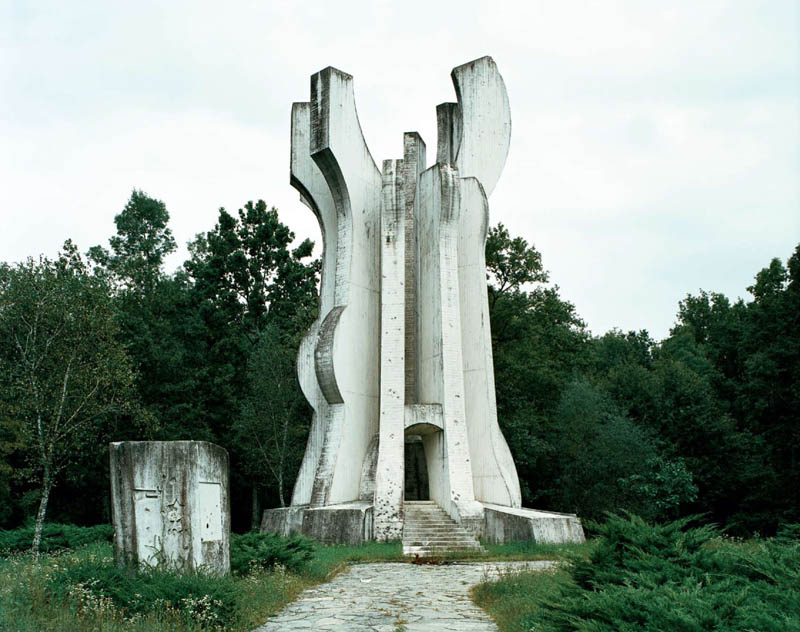 old monuments yugoslavia spomeniks jan kempenaers 20 Forgotten Monuments from the former Yugoslavia