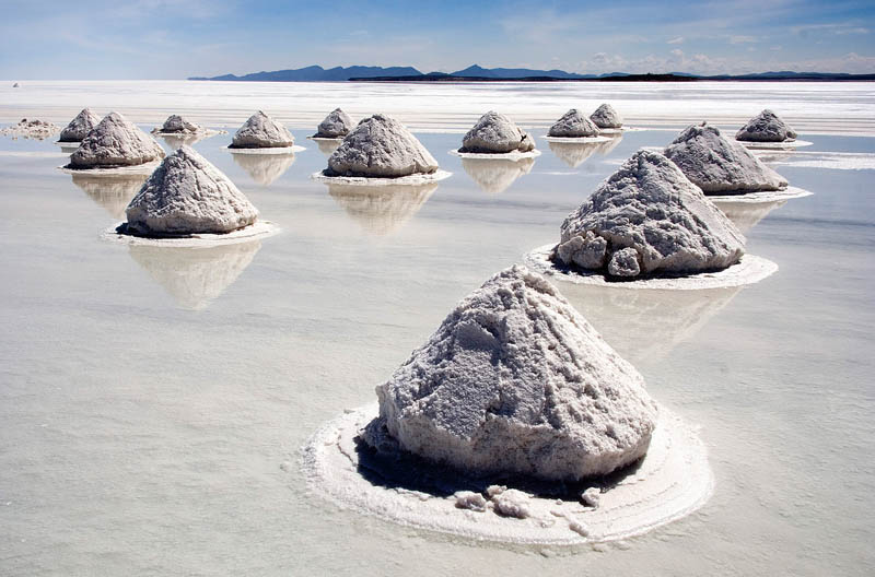 salt mounds in salar de uyuni bolivia Picture of the Day: The Salt Mounds of Bolivia