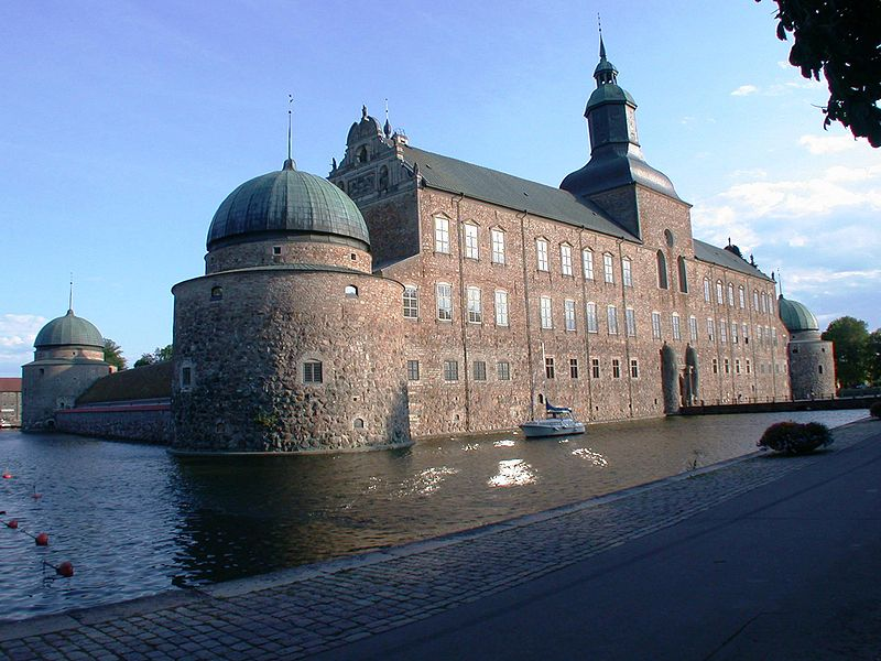 vadstena castle sweden 20 Impressive Moats Around the World