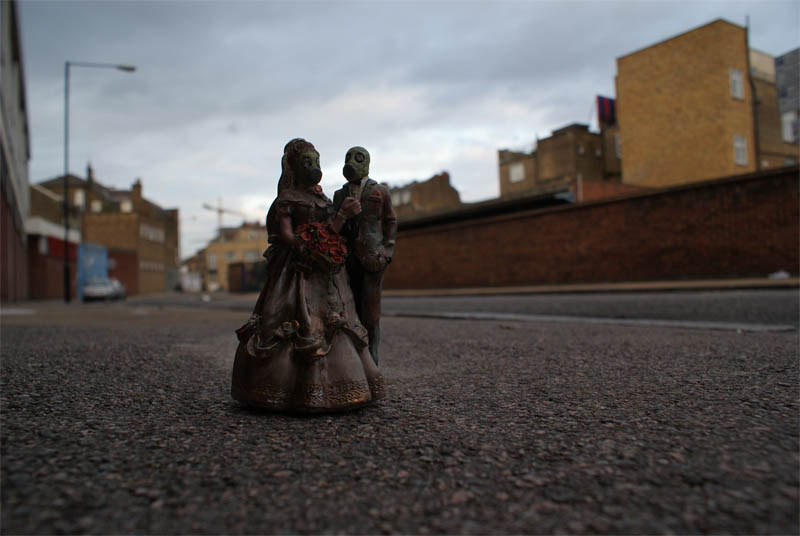Cleverly Placed Miniature Cement Sculptures By Isaac Cordal - 21 incredible works art sculpted books