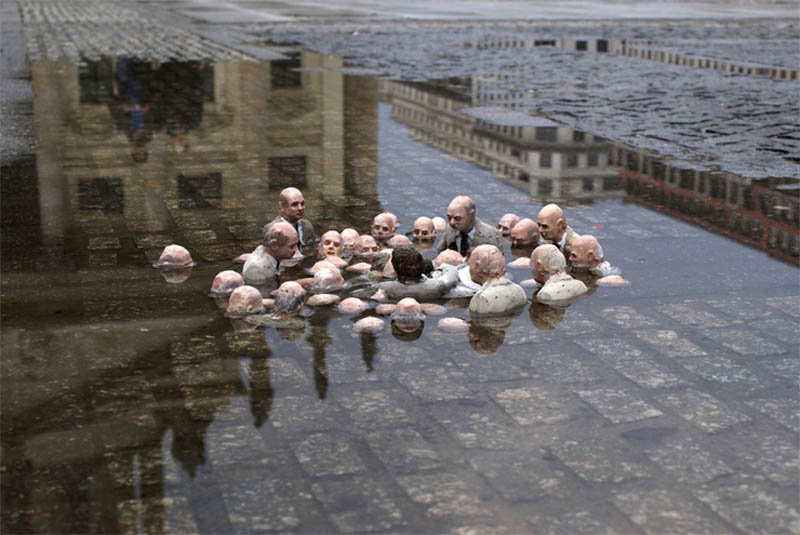 cement miniature sculptures artist isaac cordal 25 Cleverly Placed Miniature Cement Sculptures by Isaac Cordal