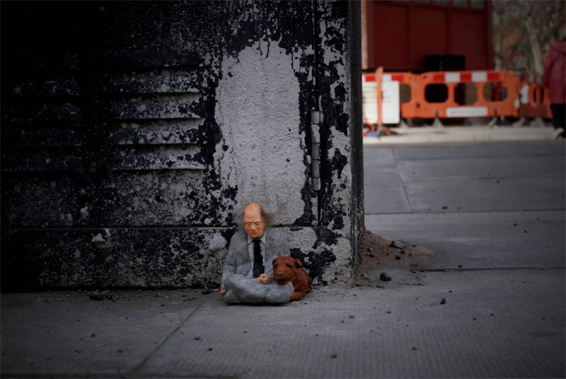 cement miniature sculptures artist isaac cordal 3 Cleverly Placed Miniature Cement Sculptures by Isaac Cordal