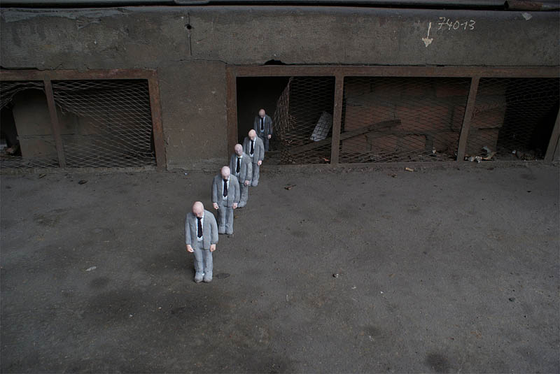 cement miniature sculptures artist isaac cordal 9 Cleverly Placed Miniature Cement Sculptures by Isaac Cordal