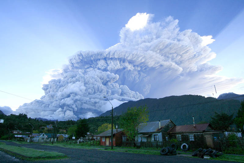 chaiten volcano eruption chile 2008 30 Incredible Photos of Volcanic Eruptions