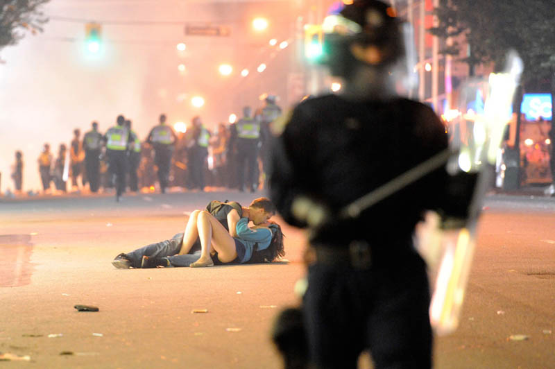 love and war lovers in a dangerous time The Top 50 Pictures of the Day for 2011