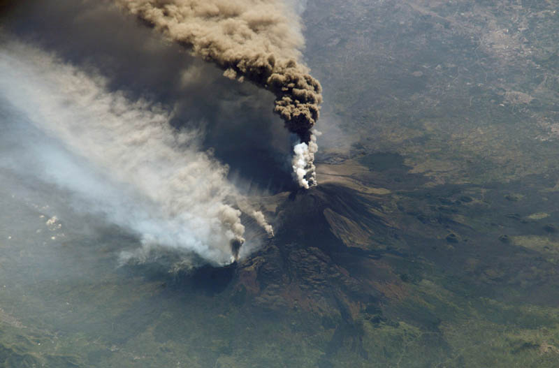 mount etna volcanic eruption oct 30 2002 nasa 30 Incredible Photos of Volcanic Eruptions