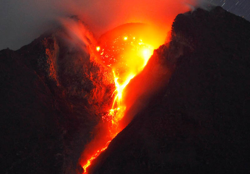 mount merapi spewing lava volcanic eruption 30 Incredible Photos of Volcanic Eruptions