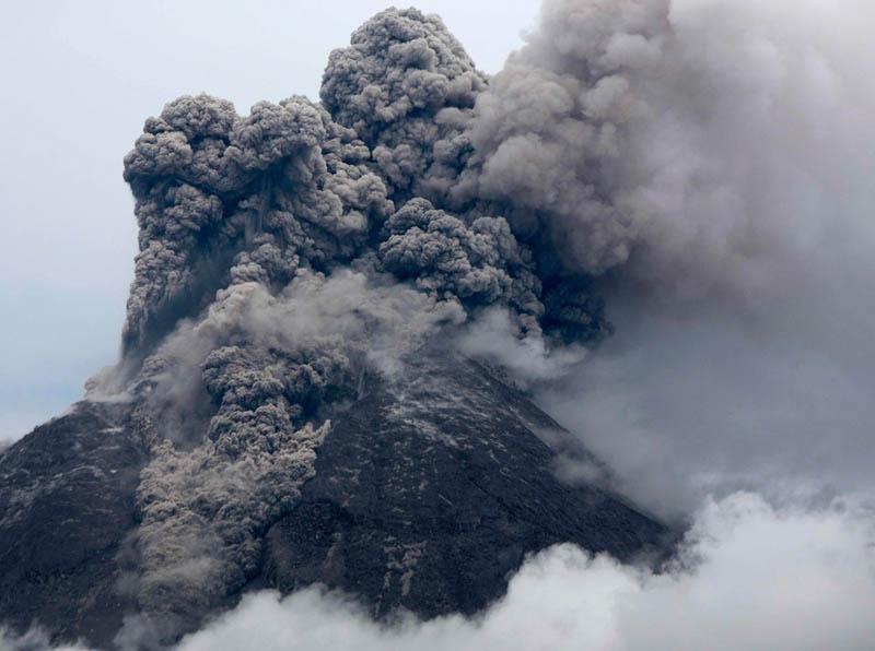 mount merapi volcano eruption 30 Incredible Photos of Volcanic Eruptions