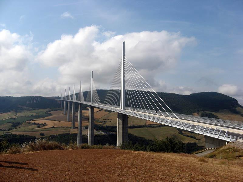worlds tallest bridge millau viaduct france 14 The Tallest Bridge in the World [20 pics]
