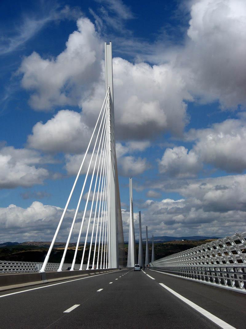 worlds tallest bridge millau viaduct france 15 The Tallest Bridge in the World [20 pics]