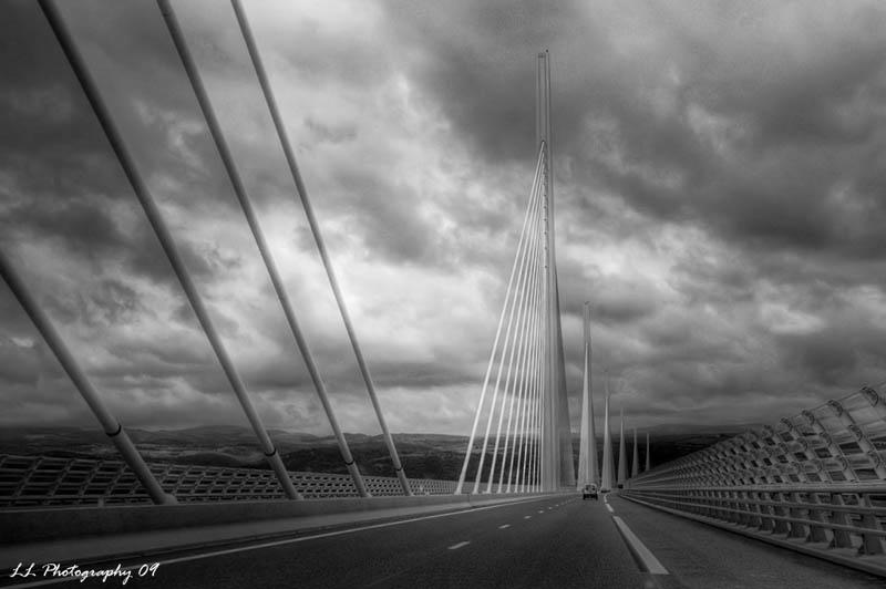 worlds tallest bridge millau viaduct france 3 The Tallest Bridge in the World [20 pics]