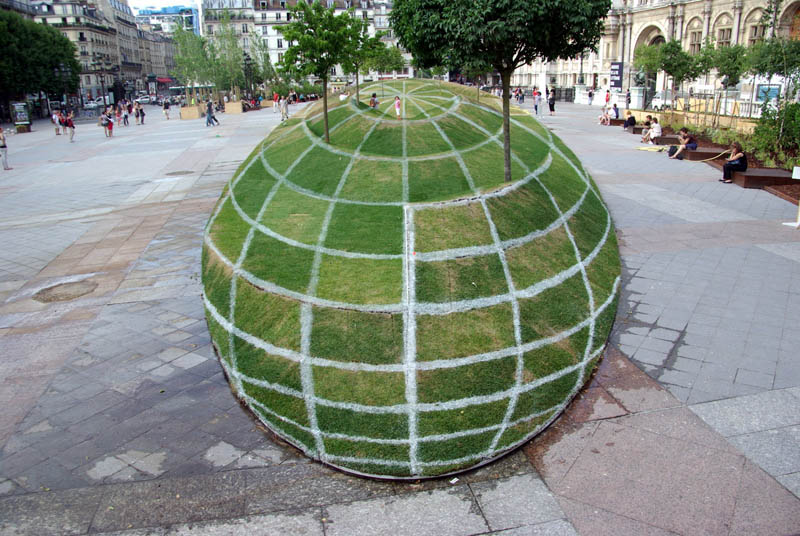 illusion of globe grass and trees paris anamorphic Interactive Art Installation Turns People into Daredevils