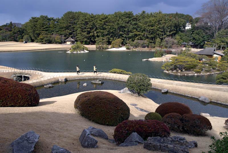 korakuen in okayama okayama prefecture japan 20 Stunning Japanese Gardens Around the World
