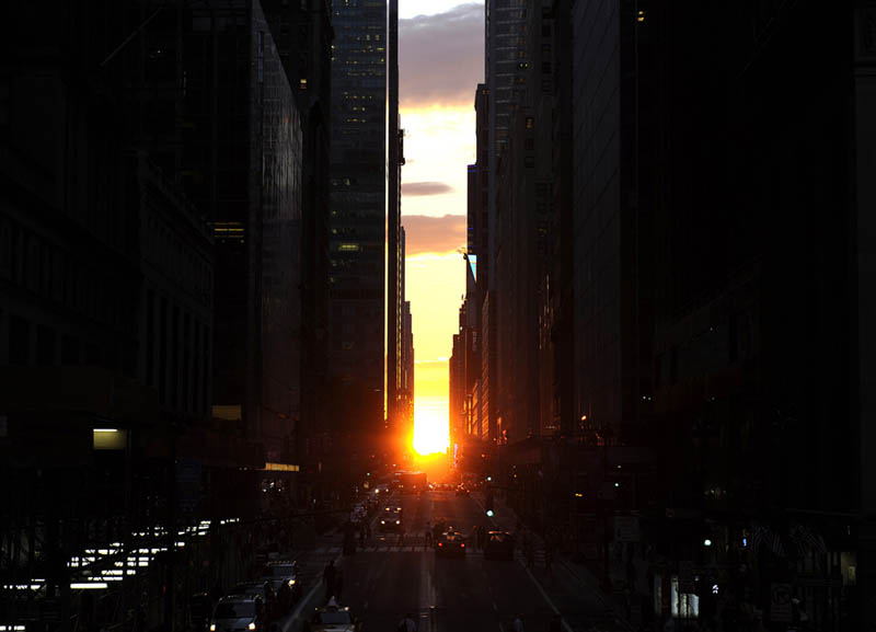 Picture of the Day:Manhattanhenge