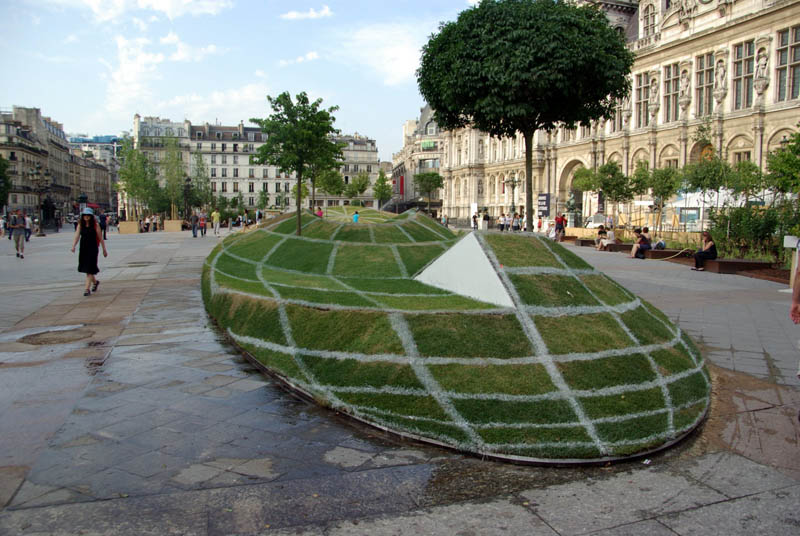 trippiest illusion ever paris globe grass trees 3d Picture of the Day: The Craziest Illusion in Paris
