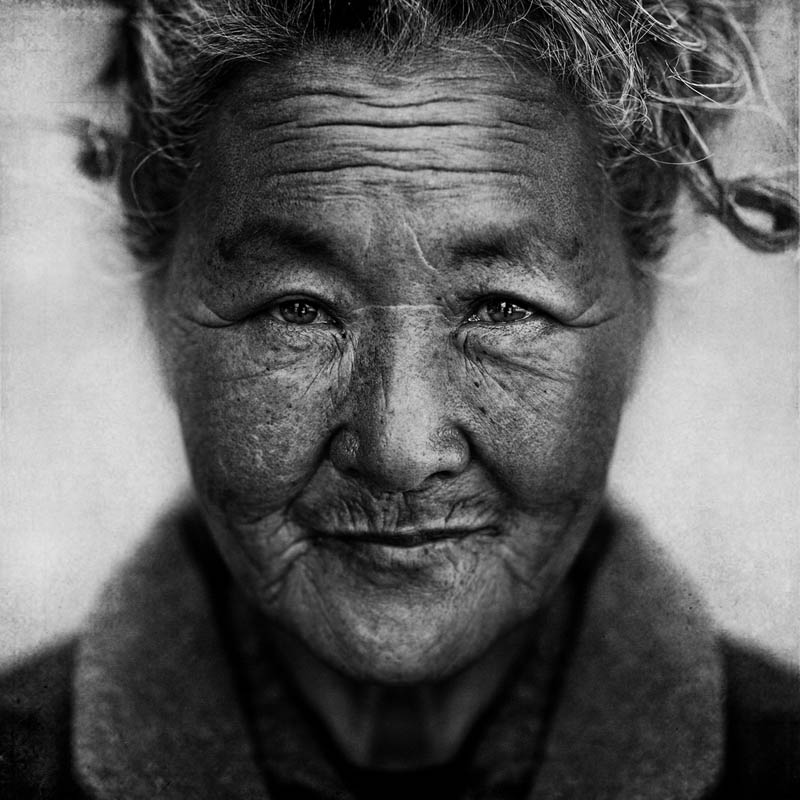 homeless black and white portraits lee jeffries 34 Gripping Black and White Portraits of the Homeless by Lee Jeffries