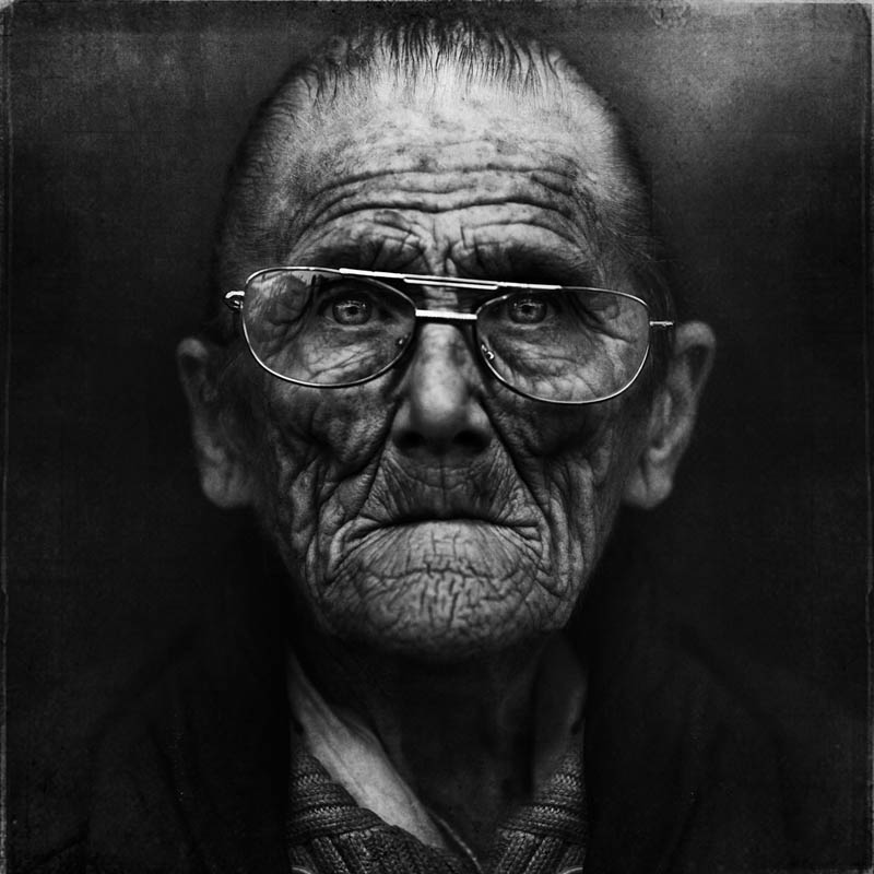 homeless black and white portraits lee jeffries 42 Gripping Black and White Portraits of the Homeless by Lee Jeffries
