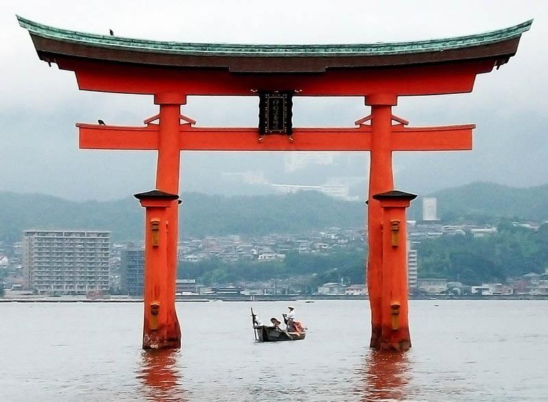 miyajima torii floating gate japan itsukushima shrine Picture of the Day: Miyajima Torii   Japans Floating Gate