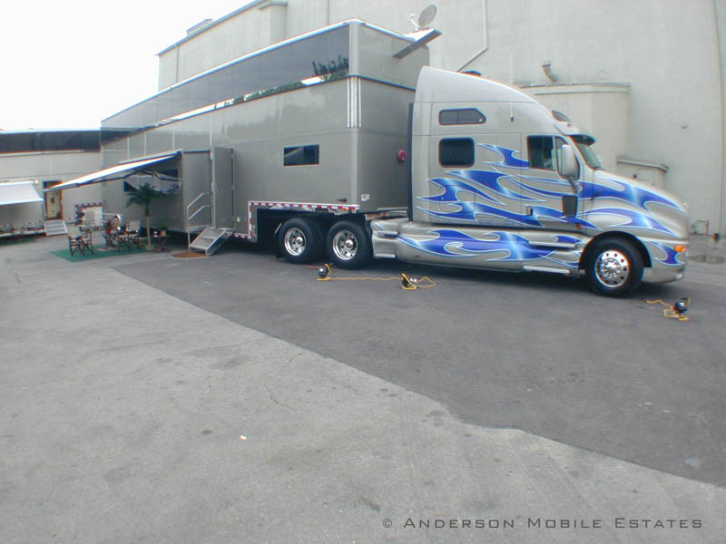 mobile homes for stars anderson 1 Anderson Mobile Estates: Luxury Trailers to the Stars