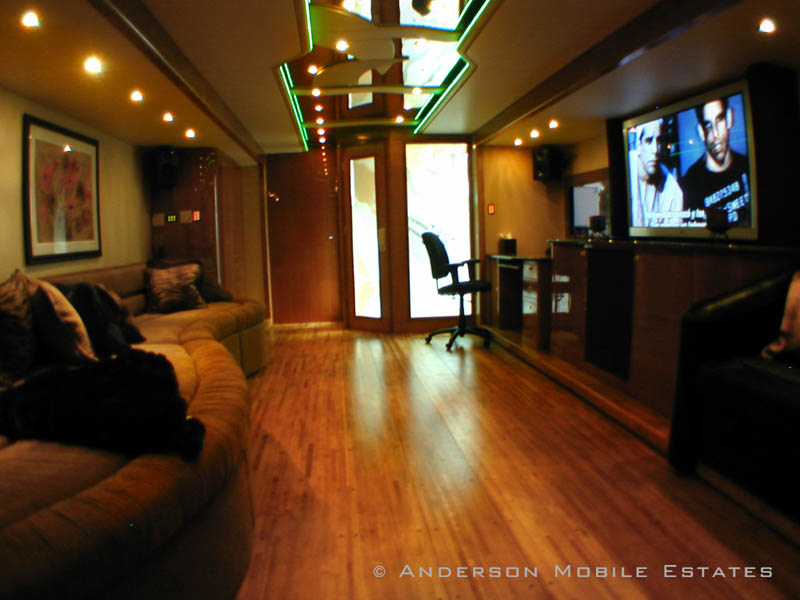 mobile homes for stars anderson 4 Anderson Mobile Estates: Luxury Trailers to the Stars