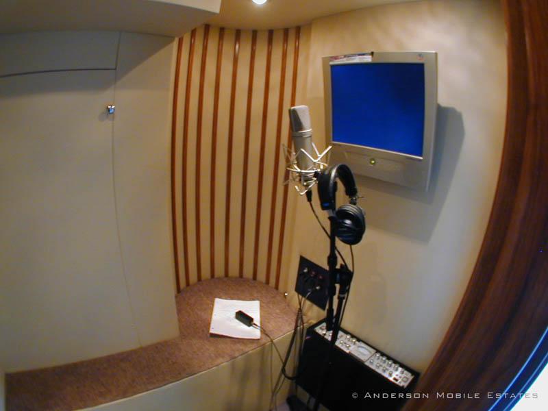 mobile studio anderson 2 Anderson Mobile Estates: Luxury Trailers to the Stars