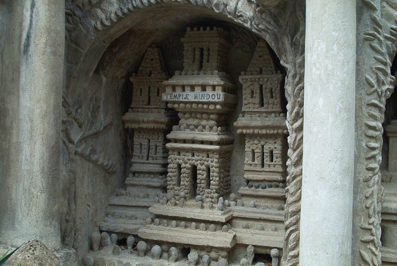 ferdinand cheval ideal palace pmg Postman Spends 33 Years Building Palace by Hand [25 pics]