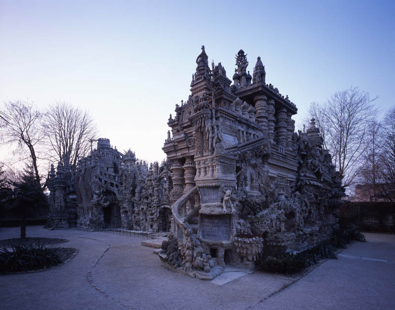ferdinand cheval postman palace france hidehiko nagaishi Postman Spends 33 Years Building Palace by Hand [25 pics]