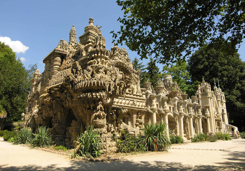 ferdinand cheval postman palace france Postman Spends 33 Years Building Palace by Hand [25 pics]