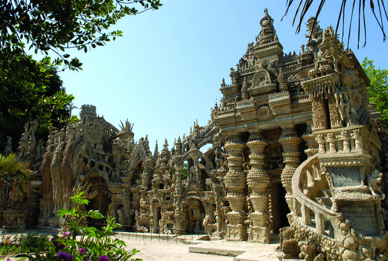 ideal palace ferdinand cheval eg 3 Postman Spends 33 Years Building Palace by Hand [25 pics]