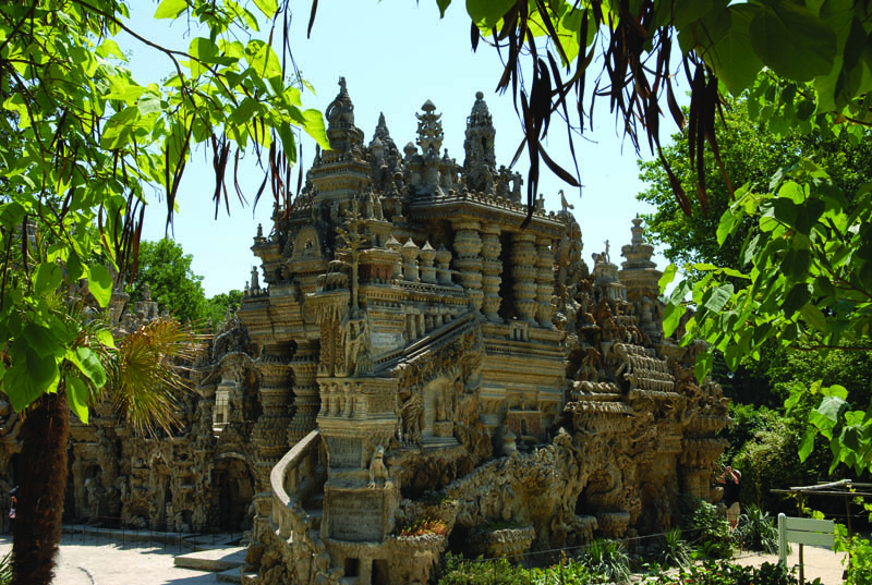 ideal palace ferdinand cheval eg 4 Postman Spends 33 Years Building Palace by Hand [25 pics]