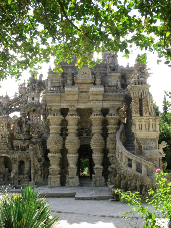 ideal palace palais ideal ferdinand cheval 14 Postman Spends 33 Years Building Palace by Hand [25 pics]