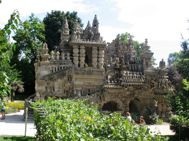 ideal palace palais ideal ferdinand cheval 5 Postman Spends 33 Years Building Palace by Hand [25 pics]