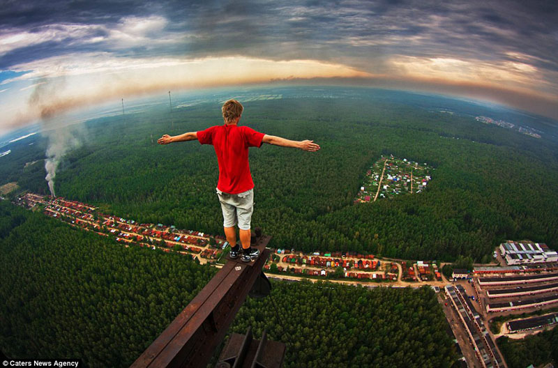 russian teenager marat dupri standing on high steel beam The Top 50 Pictures of the Day for 2011