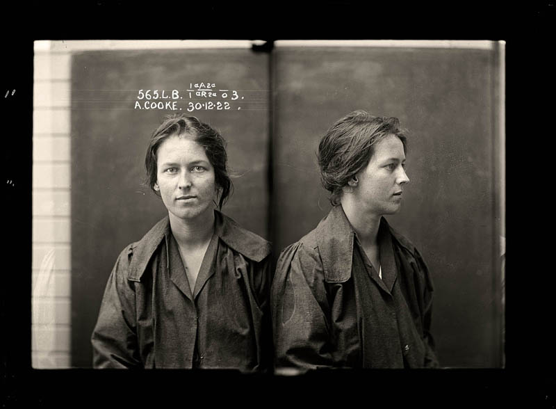 vintage female mug shots 1 Femme Fatales: 35 Vintage Female Mug Shots