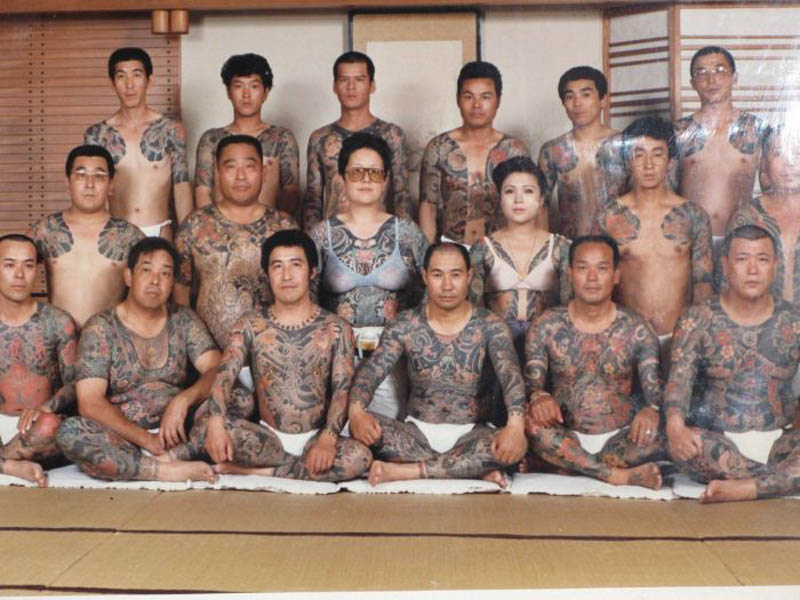 Design Squad Website >> Picture of the Day: Yakuza Family Portrait «TwistedSifter