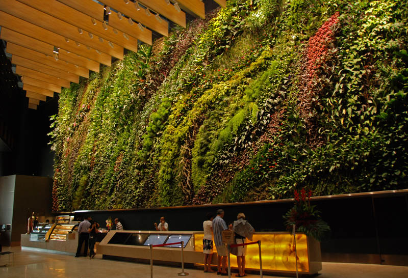 capitaland 6 battery road singapore vertical wall garden 15 Incredible Vertical Gardens Around the World