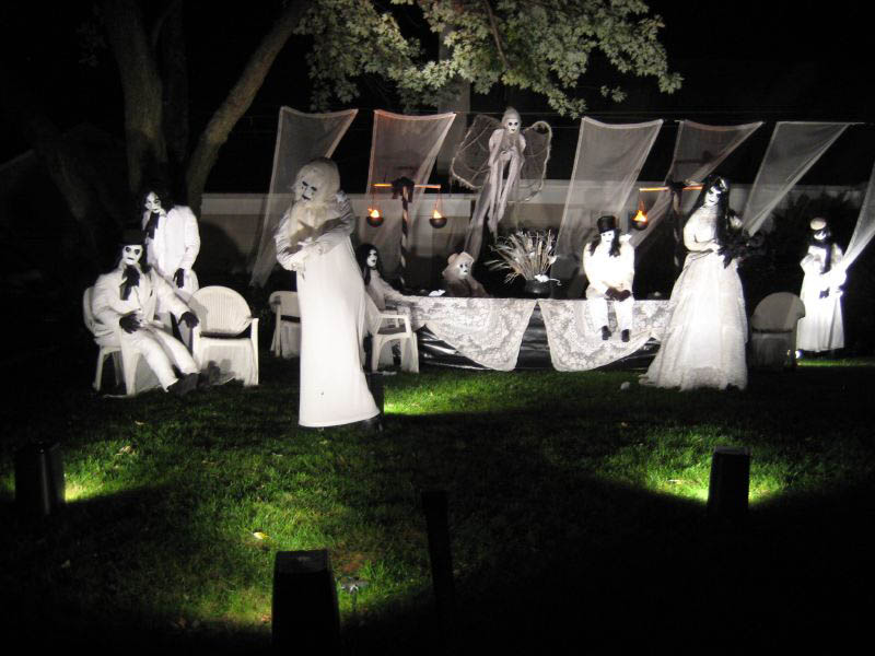 halloween front yard displays setups 11 15 Awesome Front Yard Halloween Displays