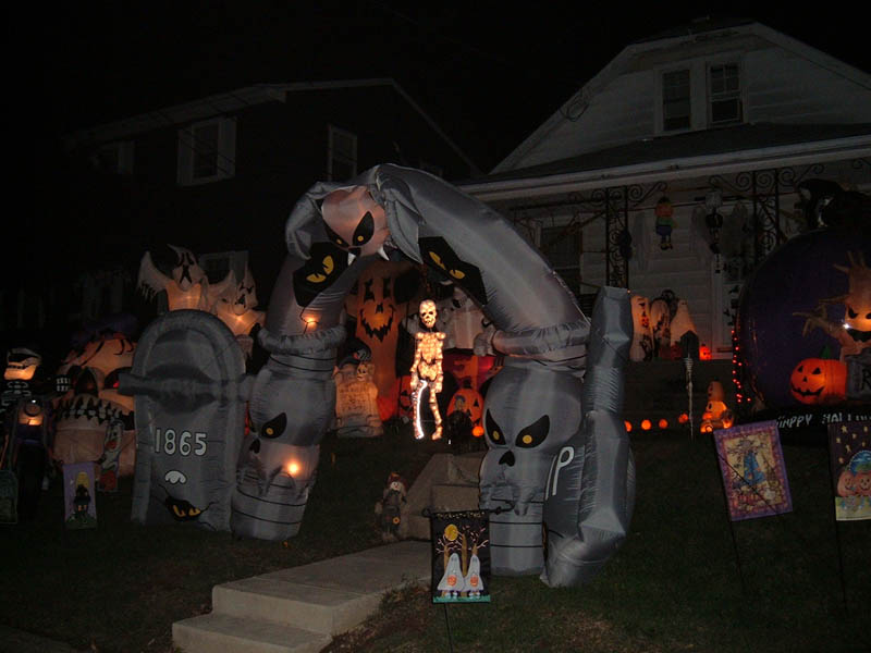 halloween front yard displays setups 16 15 Awesome Front Yard Halloween Displays