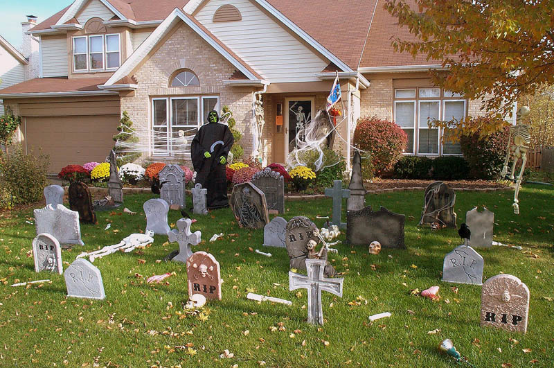 halloween front yard displays setups 20 15 Awesome Front Yard Halloween Displays