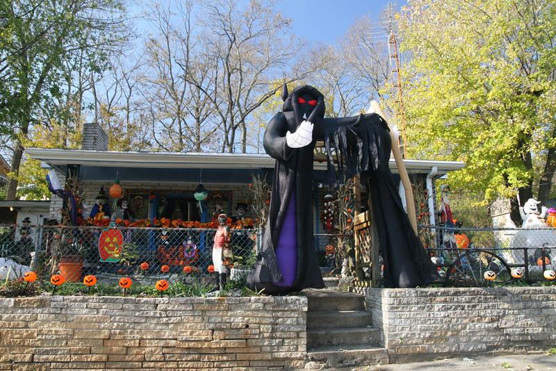 Halloween Ideas For Front Yard Part - 32: Halloween Front Yard Displays Setups 3 15 Awesome Front Yard Halloween  Displays